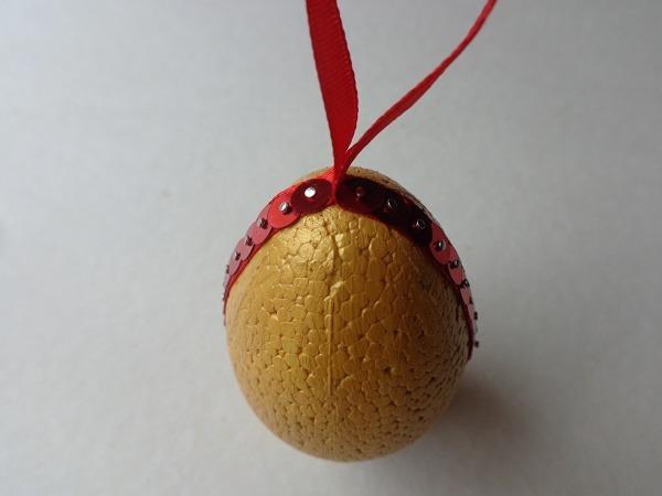 piros-sárga hungarocell tojás