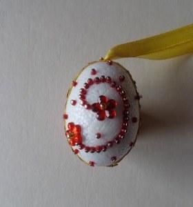 tojás virágos kacskaringóval