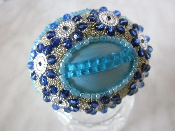 szórógyöngyös kék tojás
