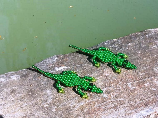 krokodil vízparton