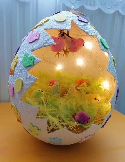 Óriás tojás világítással