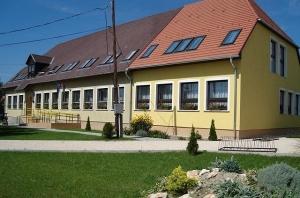 Győrladamér iskola