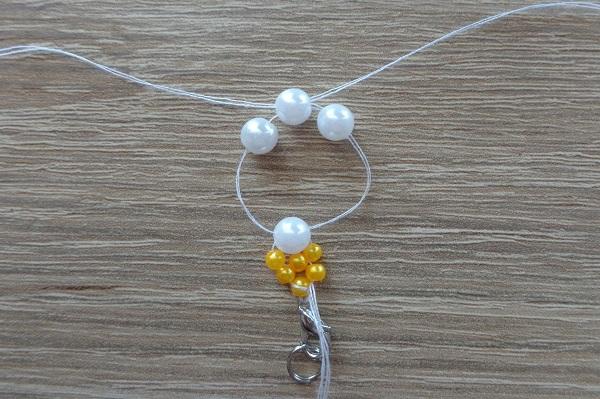 Pöttyös karkötők fehér gyöngyök