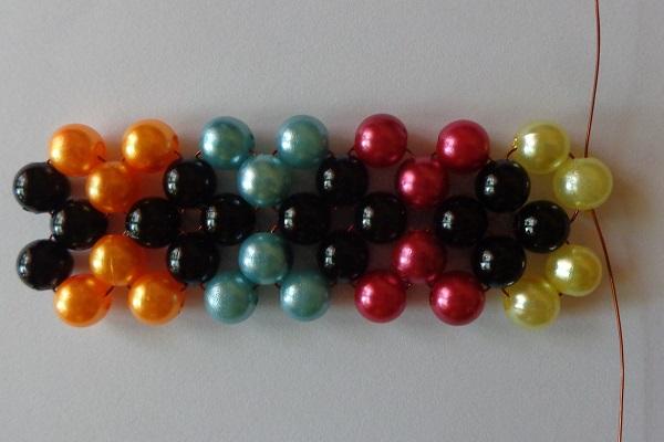 2 egységnyi kocka 4 színű csúcsokkal